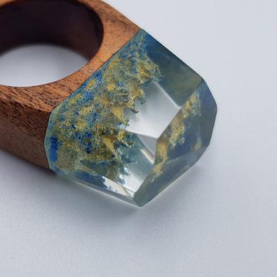 δαχτυλίδι από υγρό γυαλί γαλάζιο και κίτρινο