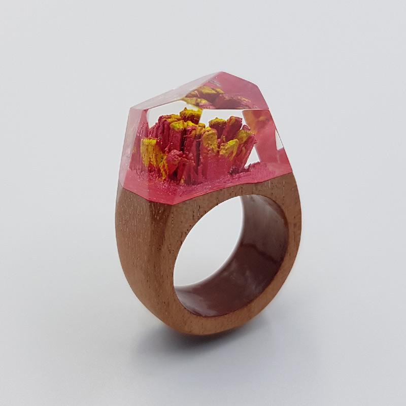 δαχτυλίδι ρητίνης κόκκινο και κίτρινο