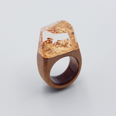 Resin ring with precious copper leaf and wooden base size 53