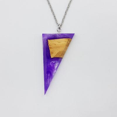 Κολιέ ρητίνης τρίγωνο μοβ άσπρο με ξύλο ελιάς μεγάλο
