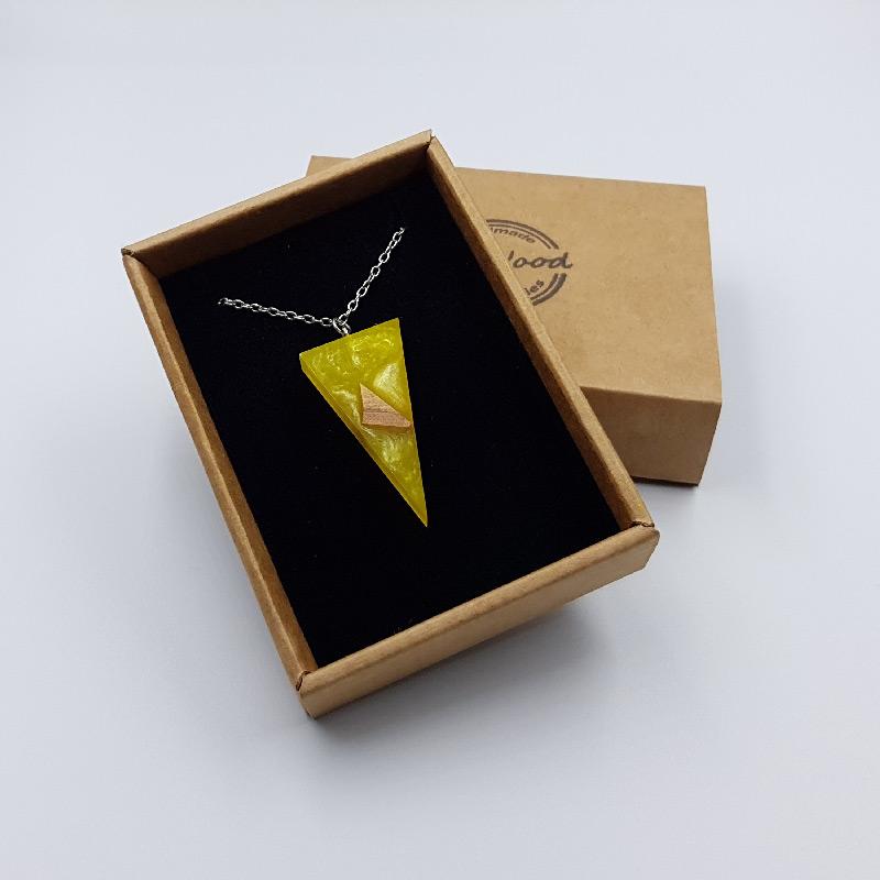 Κολιέ υγρό γυαλί τρίγωνο κίτρινο με ξύλο ελιάς μικρό