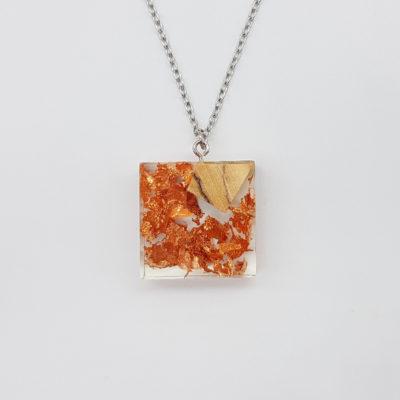 Κολιέ ρητίνης τετράγωνο με φύλλα χαλκού και ξύλο ελιάς μικρό