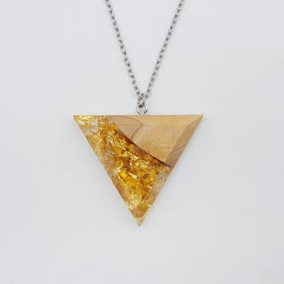 κολιέ ρητίνης τρίγωνο με φύλλα χρυσού και ξύλο ελιάς μεγάλο