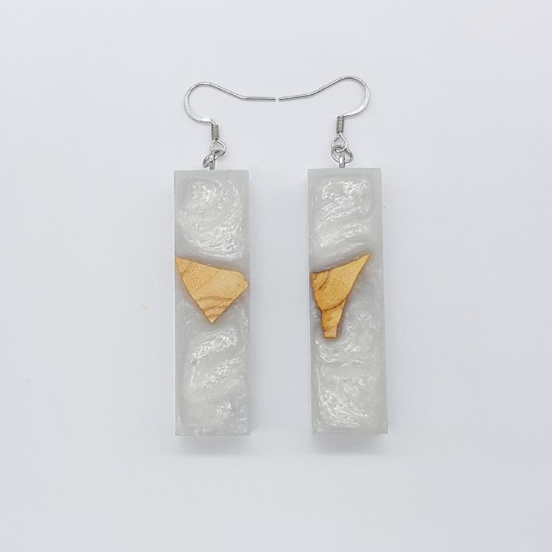 Σκουλαρίκια ρητίνης άσπρα ίσια με ξύλο ελιάς