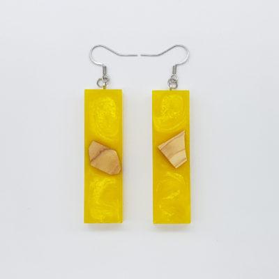 Σκουλαρίκια ρητίνης κίτρινα ίσια με ξύλο ελιάς