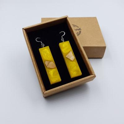 Σκουλαρίκια από υγρό γυαλί κίτρινα ίσια με ξύλο ελιάς