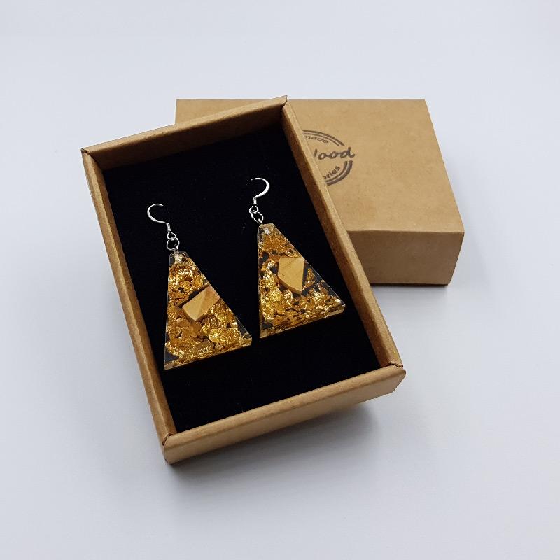 σκουλαρίκια από υγρό γυαλί ανάποδο τρίγωνο με φύλλα χρυσού και ξύλο ελιάς