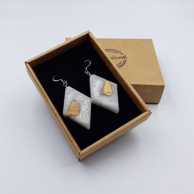 Σκουλαρίκια από υγρό γυαλί άσπρα ρόμβος με ξύλο ελιάς