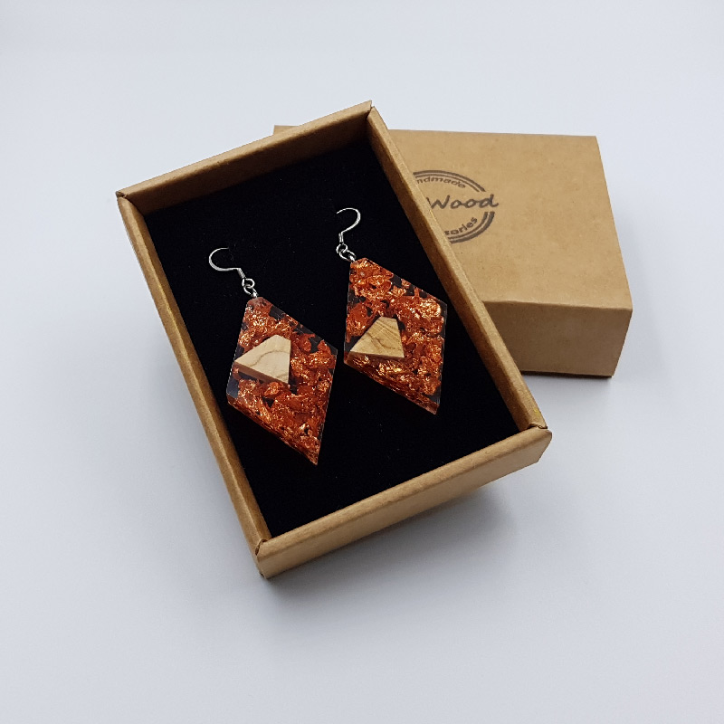 Resin earrings, rhombus with copper leaf and olive wood