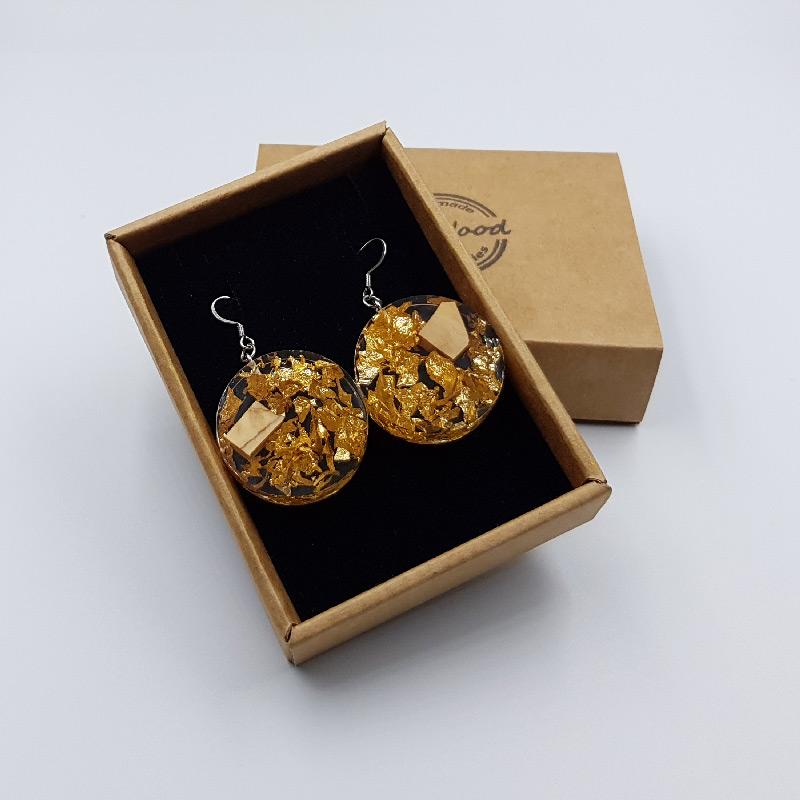 σκουλαρίκια από υγρό γυαλί στρογγυλά με φύλλα χρυσού και ξύλο ελιάς