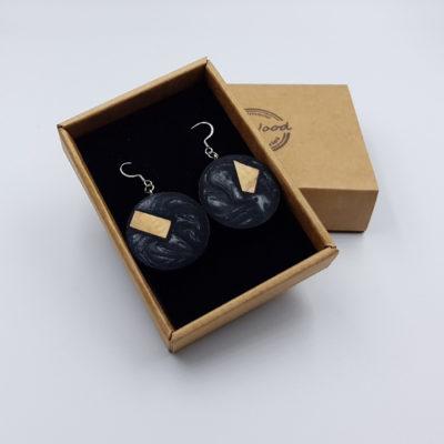 Σκουλαρίκια από υγρό γυαλί μαύρα στρογγυλά με ξύλο ελιάς