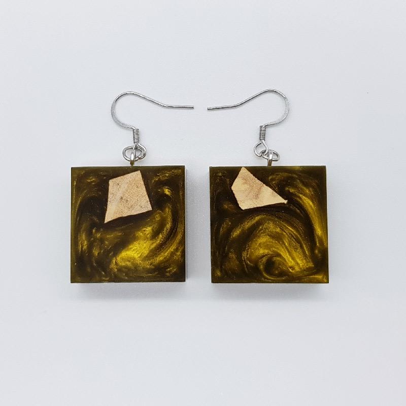 Σκουλαρίκια ρητίνης χρυσά τετράγωνα με ξύλο ελιάς