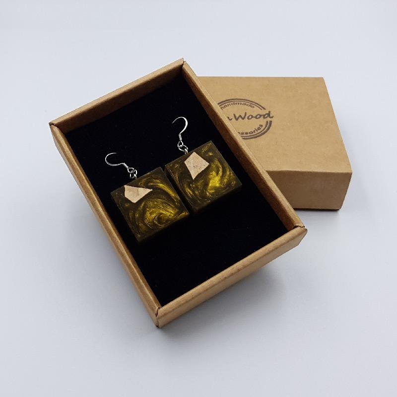 Σκουλαρίκια από υγρό γυαλί χρυσάτετράγωνα με ξύλο ελιάς
