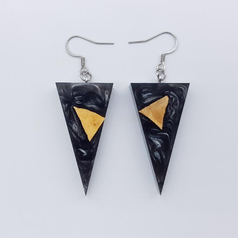 Σκουλαρίκια ρητίνης μαύρα τρίγωνα με ξύλο ελιάς