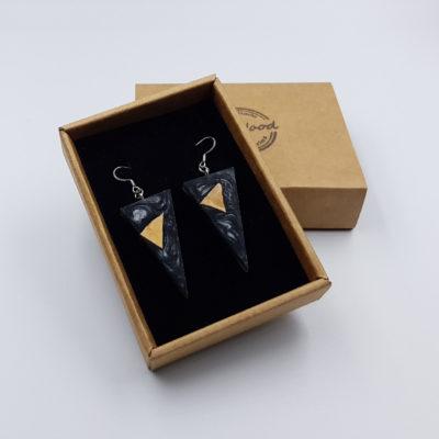 Σκουλαρίκια από υγρό γυαλί μαύρα τρίγωνα με ξύλο ελιάς
