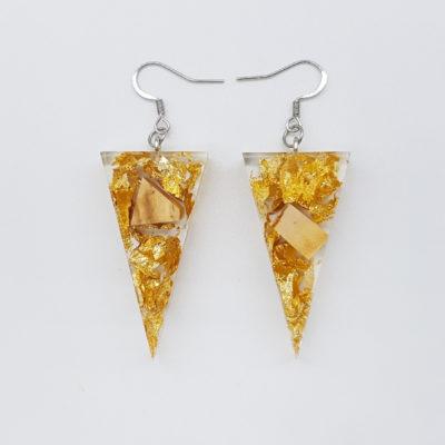 σκουλαρίκια ρητίνης τρίγωνα με φύλλα χρυσού και ξύλο ελιάς