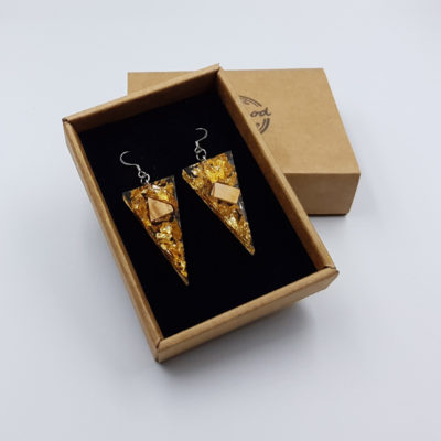 σκουλαρίκια από υγρό γυαλί τρίγωνα με φύλλα χρυσού και ξύλο ελιάς