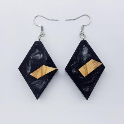 Σκουλαρίκια ρητίνης μαύρα ρόμβος με ξύλο ελιάς