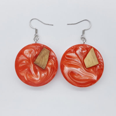 Resin earrings, rounds in pink color with olive wood