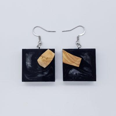 Σκουλαρίκια ρητίνης μαύρα τετράγωνα με ξύλο ελιάς