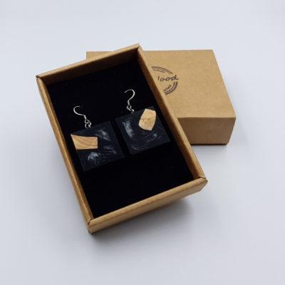 Σκουλαρίκια από υγρό γυαλί μαύρα τετράγωνα με ξύλο ελιάς
