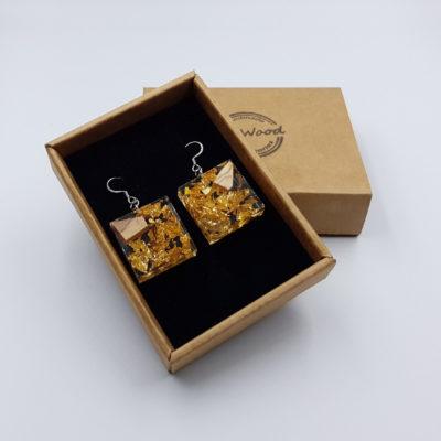 σκουλαρίκια από υγρό γυαλί τετράγωνα με φύλλα χρυσού και ξύλο ελιάς