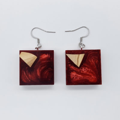 Resin earrings, squares in red color with olive wood