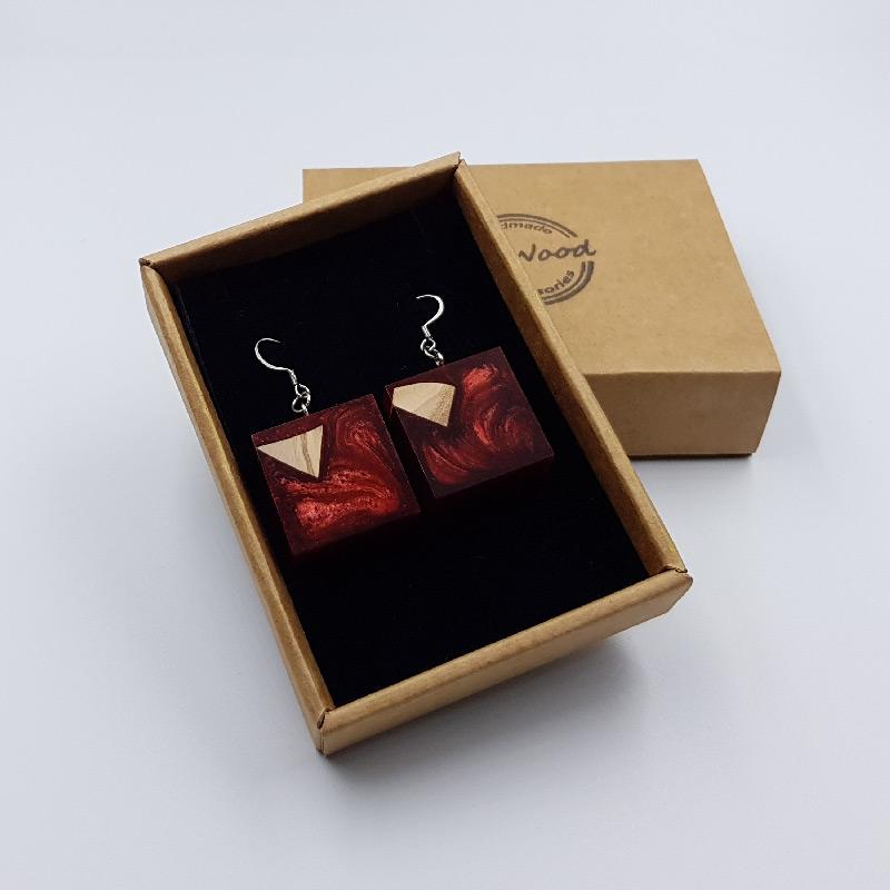 Σκουλαρίκια από υγρό γυαλί κόκκινα τετράγωνα με ξύλο ελιάς