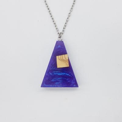 κολιέ ρητίνης ανάποδο τρίγωνο μοβ μικρο με ξύλο ελιάς