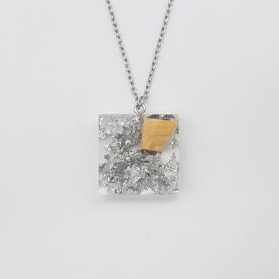 κολιέ ρητίνης τετράγωνο με φύλλα ασήμι και ξύλο ελιάς μικρό
