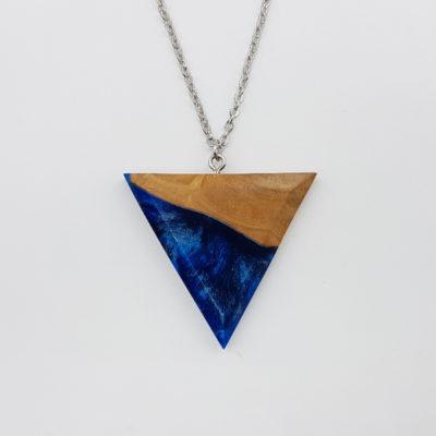 Κολιέ ρητίνης τρίγωνο μπλε μαύρο με ξύλο ελιάς μεγάλο