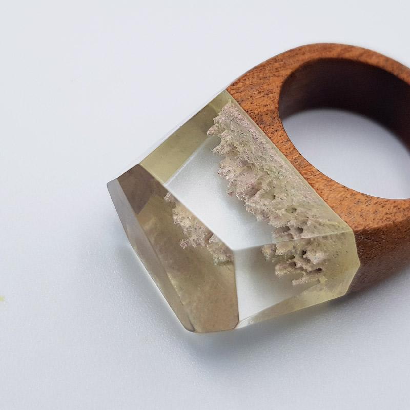δαχτυλίδι από υγρό γυαλί άσπρο