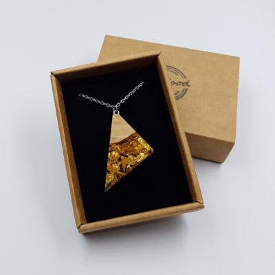 Κολιέ ρητίνης ασύμμετρο τρίγωνο με φύλλα χρυσού και ξύλο ελιάς μεγάλο