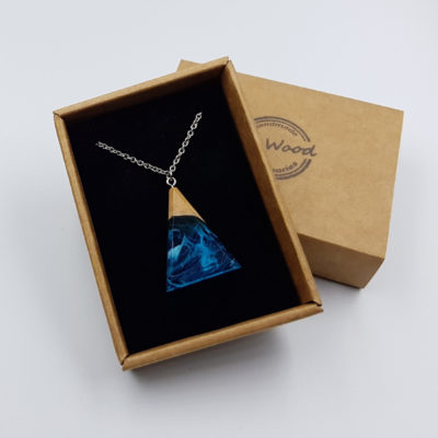 κολιέ υγρό γυαλί ανάποδο τρίγωνο διάφανο γαλάζιο με άσπρα κύματα και ξύλο ελιάς μεγάλο