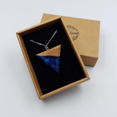 Κολιέ υγρό γυαλί τρίγωνο μπλε μαύρο με ξύλο ελιάς μεγάλο