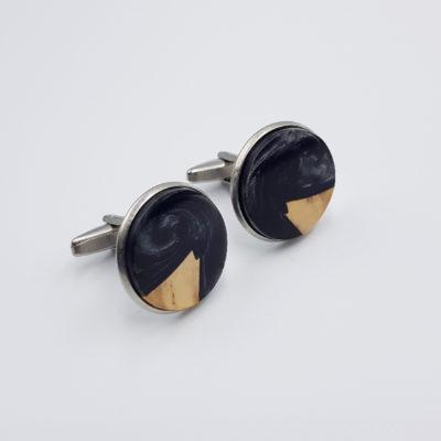 Μανικετόκουμπα ρητίνης μαύρα με ξύλο ελιάς