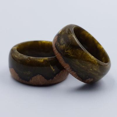 δαχτυλίδι από υγρό γυαλί χρυσό