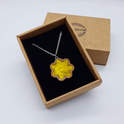 κολιέ από υγρό γυαλί λουλούδι κίτρινο και ξύλινο πλαίσιο μικρό