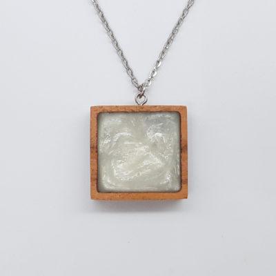 κολιέ ρητίνης τετράγωνο άσπρο και ξύλινο πλαίσιο μικρό