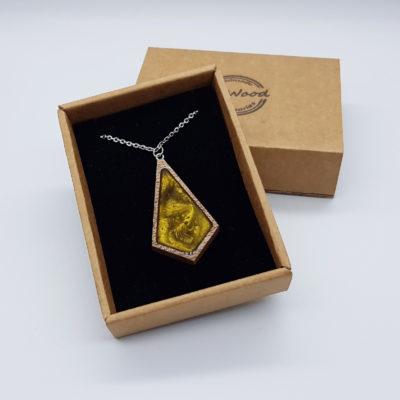 κολιέ από υγρό γυαλί τριγωνικός ρόμβος χρυσό και ξύλινο πλαίσιο μικρό