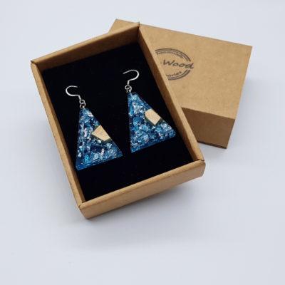 σκουλαρίκια από υγρό γυαλί ανάποδο τρίγωνο ,διάφανα μπλε με φύλλα ασήμι και ξύλο ελιάς