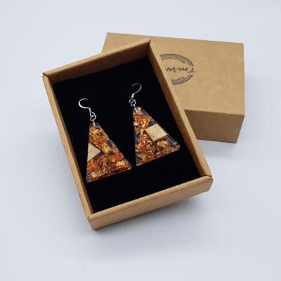 σκουλαρίκια από υγρό γυαλί ανάποδο τρίγωνο με φύλλα χρυσού ,χαλκού και ξύλο ελιάς