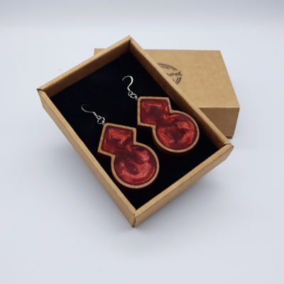 Σκουλαρίκια από υγρό γυαλί κόκκινα ρόμβος με στρόγγυλο με ξύλινο πλαίσιο
