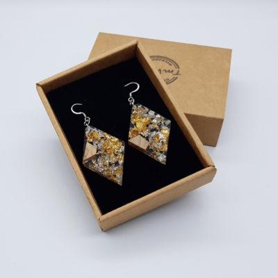 σκουλαρίκια από υγρό γυαλί ρόμβος με φύλλα χρυσού , ασήμι και ξύλο ελιάς