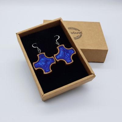 Σκουλαρίκια από υγρό γυαλί λιλά σταυρός με ξύλινο πλαίσιο