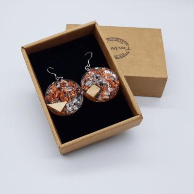 σκουλαρίκια από υγρό γυαλί στρογγυλά με φύλλα ασήμι , χαλκού και ξύλο ελιάς