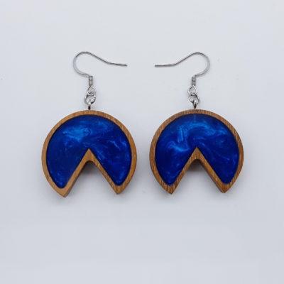 Σκουλαρίκια ρητίνης μπλε στρόγγυλο με εσοχή με ξύλινο πλαίσιο