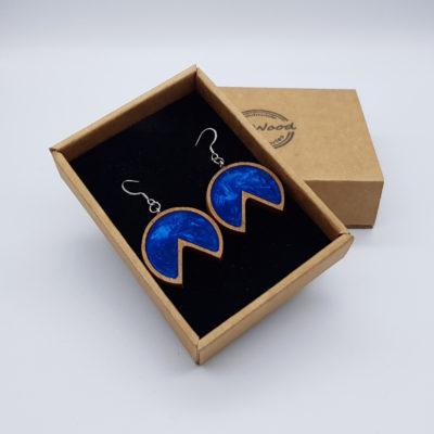 Σκουλαρίκια από υγρό γυαλί μπλε στρόγγυλο με εσοχή με ξύλινο πλαίσιο