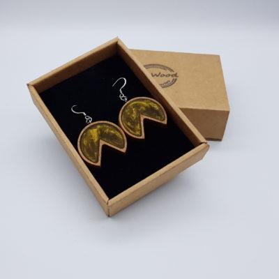Σκουλαρίκια από υγρό γυαλί χρυσά στρόγγυλο με εσοχή με ξύλινο πλαίσιο