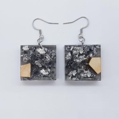 σκουλαρίκια ρητίνης τετράγωνα ,διάφανα. μαύρα με φύλλα ασήμι και ξύλο ελιάς